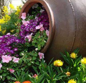 Ứng dụng chum vại trong trang trí khu vườn, theo phong truyền thống của người Việt