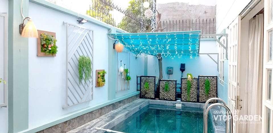 Một ý tưởng trang trí vườn trên sân thượng đẹp kết hợp hồ bơi tạo không giản thư giản tươi mát, ngoài ra việc bơi lội còn giúp tăng cường sức khỏe