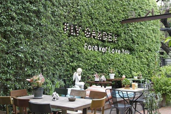 Đứng đầu danh sách những quán cafe sân vườn đẹp ở Sài Gòn chính là Fly Cupcake Garden