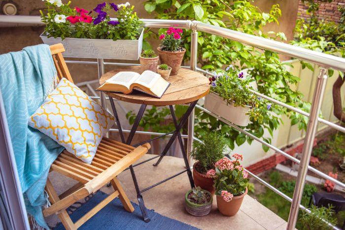 Cách chăm sóc bàn ghế làm bằng gỗ