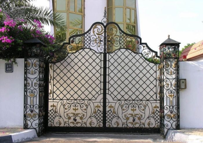 Cửa cổng nhà vườn 2 cánh có sự linh hoạt trong kiểu dáng và cách bố trí vận hành