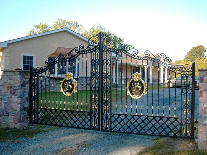 Không nên để kích thước cổng nhà vườn quá to hoặc quá nhỏ