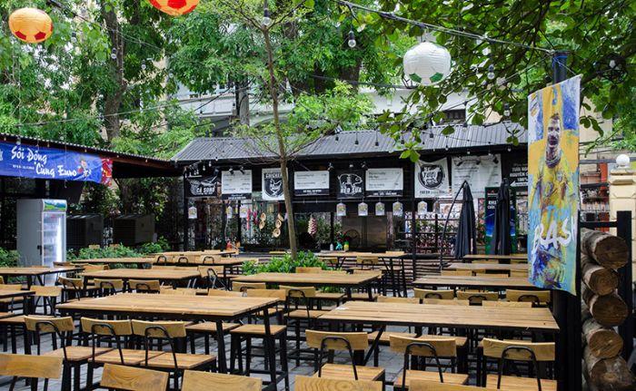 Lựa chọn các vật dụng trang trí hợp phong thủy khi thiết kế nhà hàng sân vườn