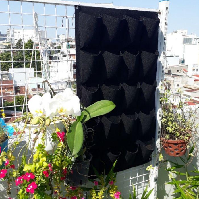 Thiết kế vườn hoa ban công trồng trong túi vải cũng dần trở nên phổ biến
