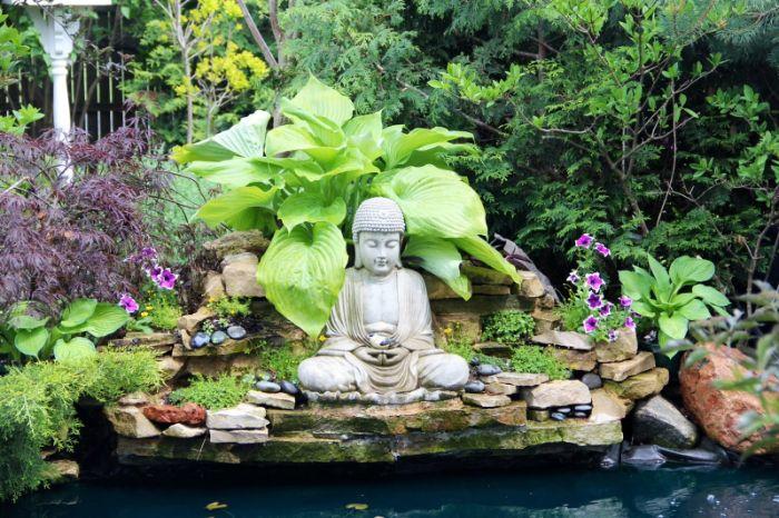 Tượng đá là một trong những loại tượng trang trí sân vườn thông dụng